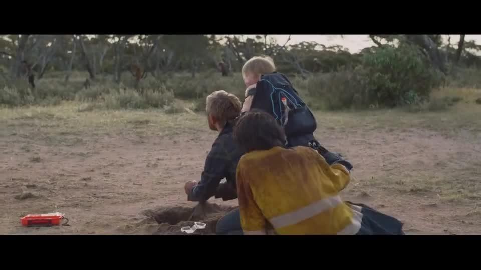#电影迷的修养#父亲即将变成丧尸,还往自己嘴里塞牙套,好让自己不攻击孩子