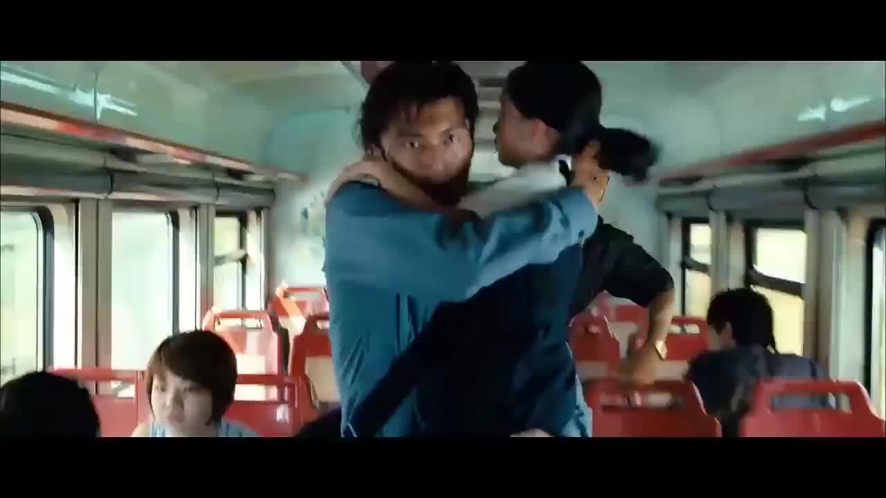 #经典看电影#周杰伦、谢霆锋火车上遭黑警追捕,最后一幕戳中泪点!