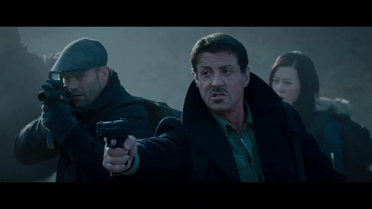 #经典看电影#敢死队遭遇黑吃黑,队友被残忍杀害,史泰龙决心报仇雪恨!