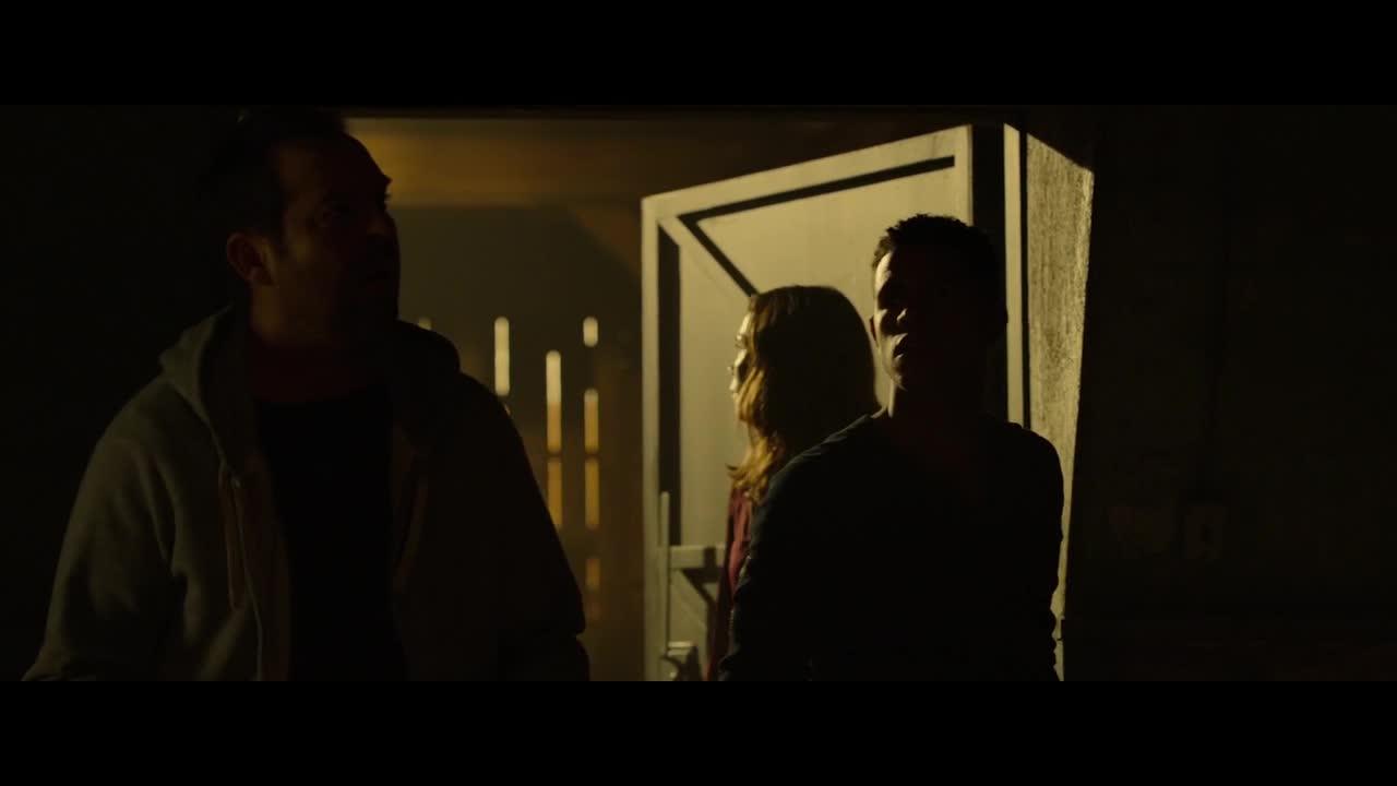 小伙终于打开了密码门,没想到却看见这一幕,真吓人
