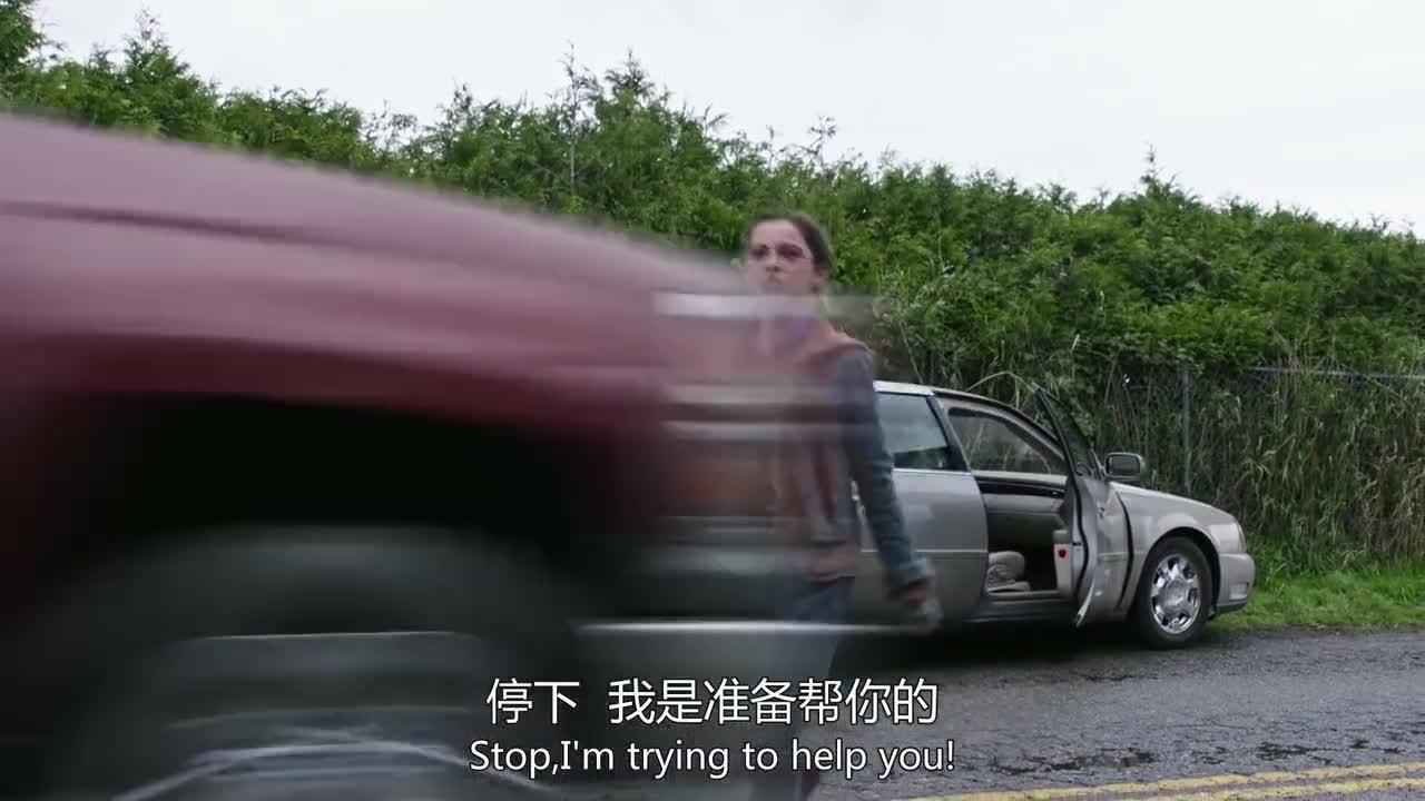 这小女孩有超人的体质,把凯西直接吓跑,被车撞了还没事!