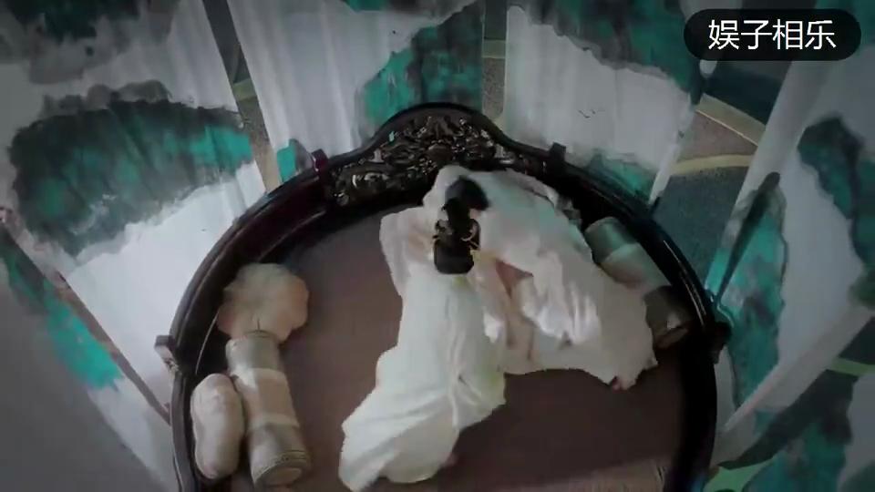 #电影迷的修养#《东宫》甜中带虐!李承鄞小枫甜蜜Kiss之时,被记忆打断!