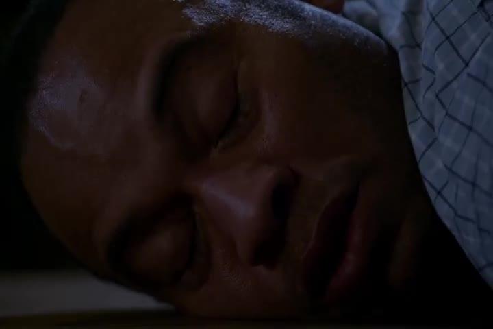 男子在家突然昏迷,醒来却发现自己被绑起来,身后传来怪响