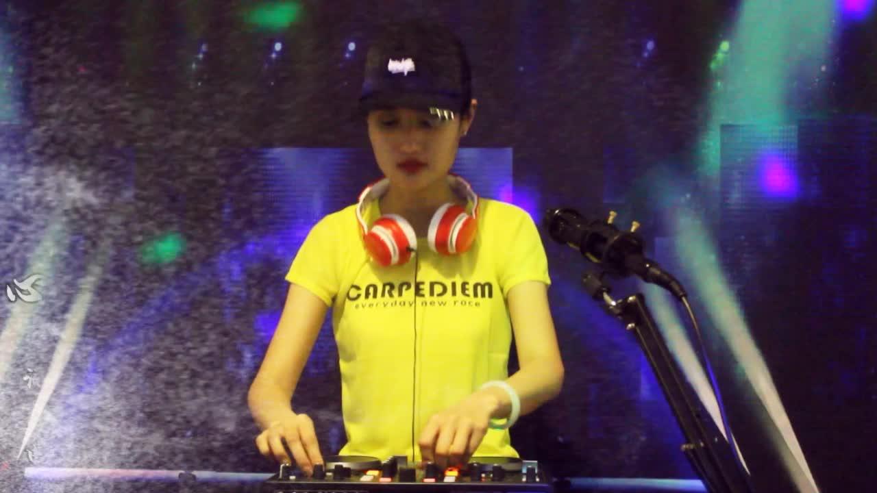 一曲DJ情歌音乐《心要痛到什么时候》余音缭绕,好听!