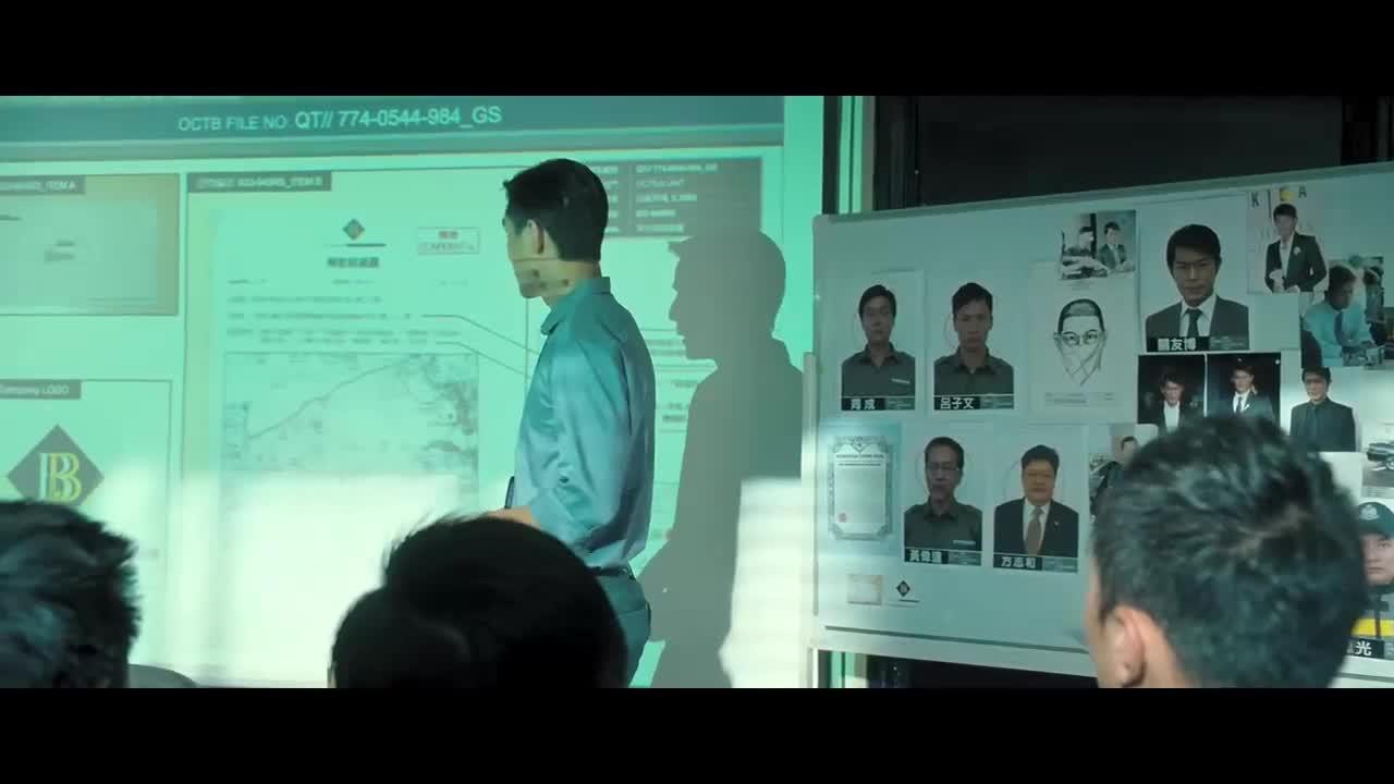 亚军展开思路讨论,进行线索分析并决定起诉冠军,遭到反对