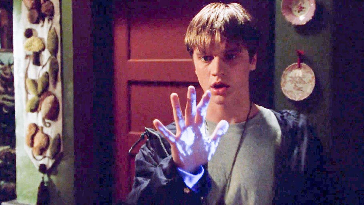 男子的右手拥有奇怪的超能力,帮他追到喜欢的女孩,可他却很害怕