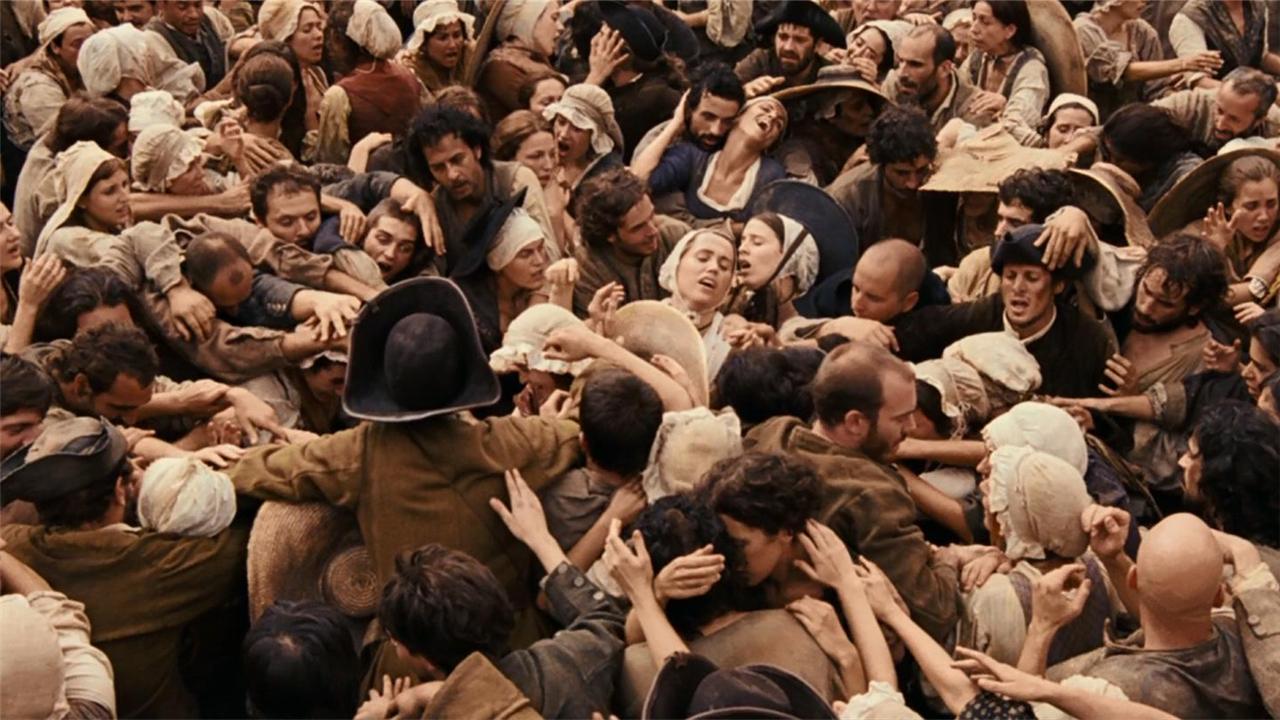 #经典看电影#杀人犯走上断头台,现场上万人同时跪下膜拜!电影《香水》