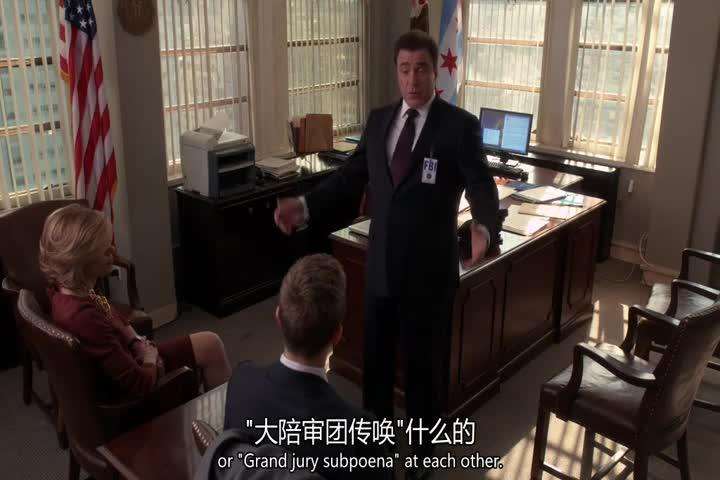 探员和律师讨论案情的发展,竟害怕律师对自己大吼大叫?
