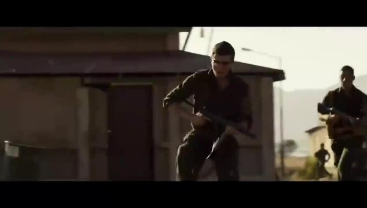 #经典看电影#在战场上将空弹壳集中起来做成炸弹杀伤效果相当的好