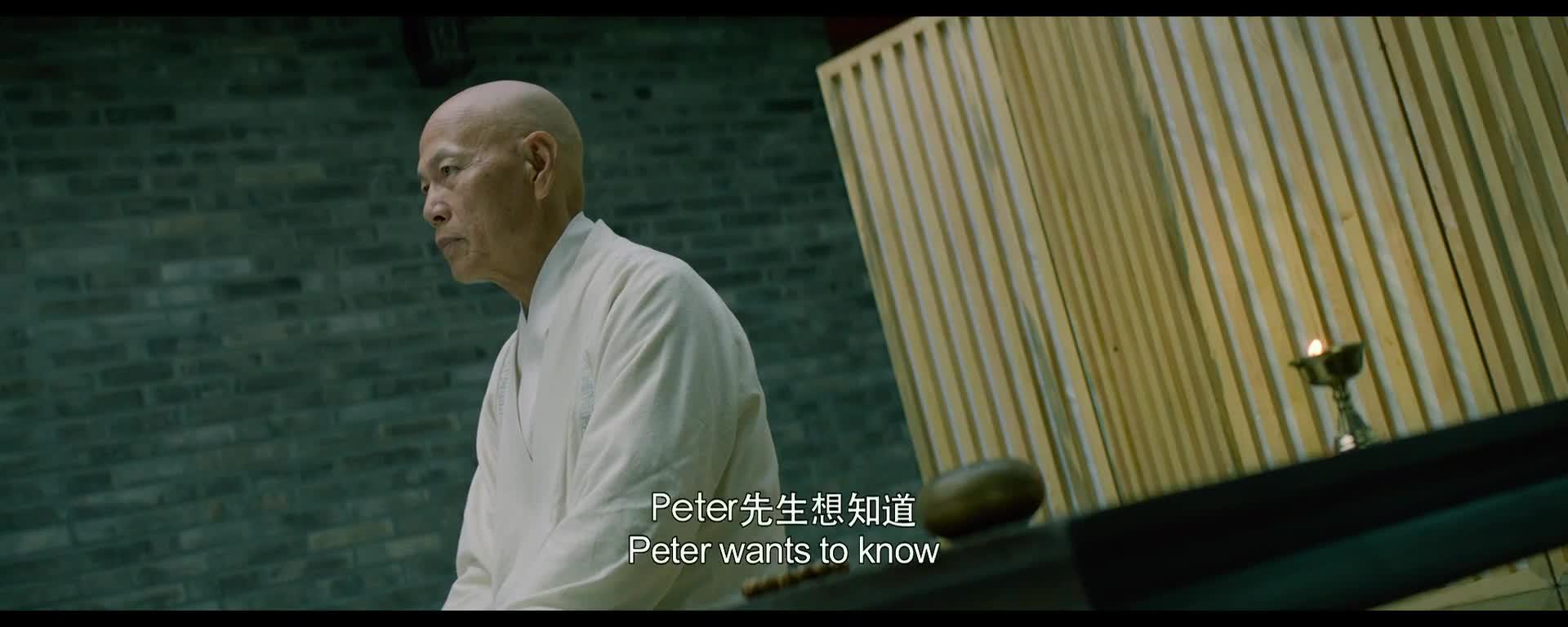 Peter身边站着一位年轻的女翻译,表示他是一位虔诚的基督徒