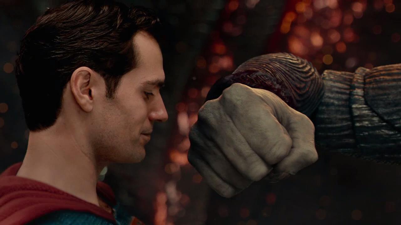 #追剧不能停#《正义联盟》:超人依靠能量石死而复生,竟一拳打飞荒原狼
