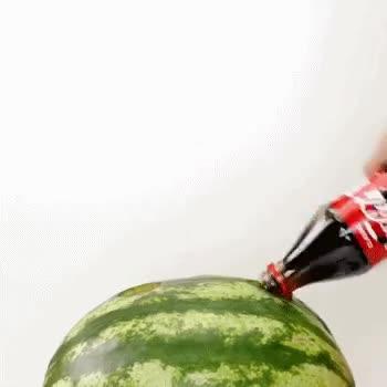 #搞笑趣事#城会玩之可乐西瓜,赶快行动起来。