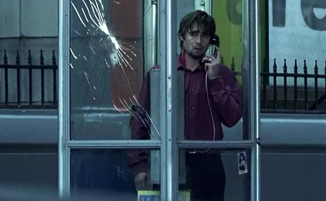 #惊悚看电影#小伙子接到神秘电话,走出电话亭就会死,他被威胁说出了邪恶秘密