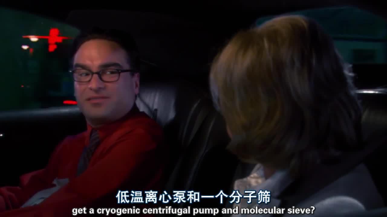 男生送老太太回家,半路因故生情,两个人居然热吻