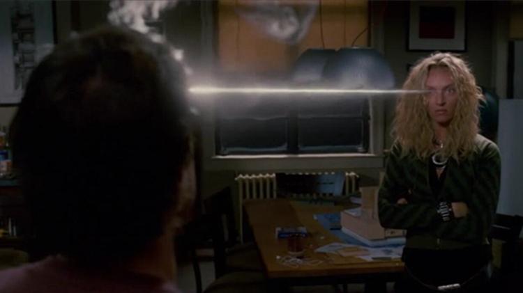 #经典看电影#女超人不满男友移情别恋,用能力在男友额头上刻了两个字!