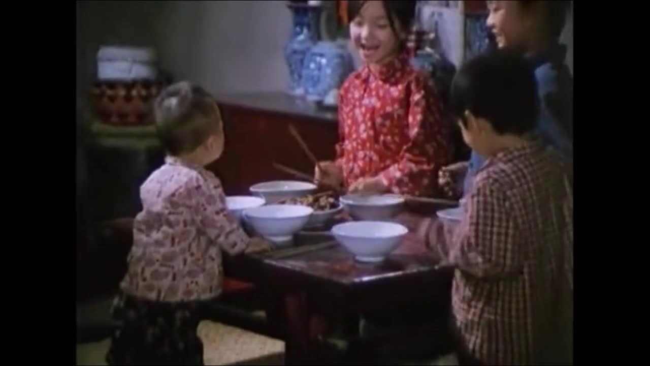 50年代农村一家子吃饭,太穷了!谁经历过?看哭了