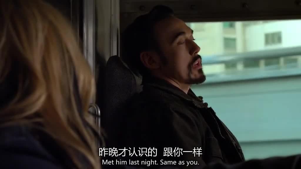 一男一女车上聊天,怎么尴尬怎么来,俩人还挺享受