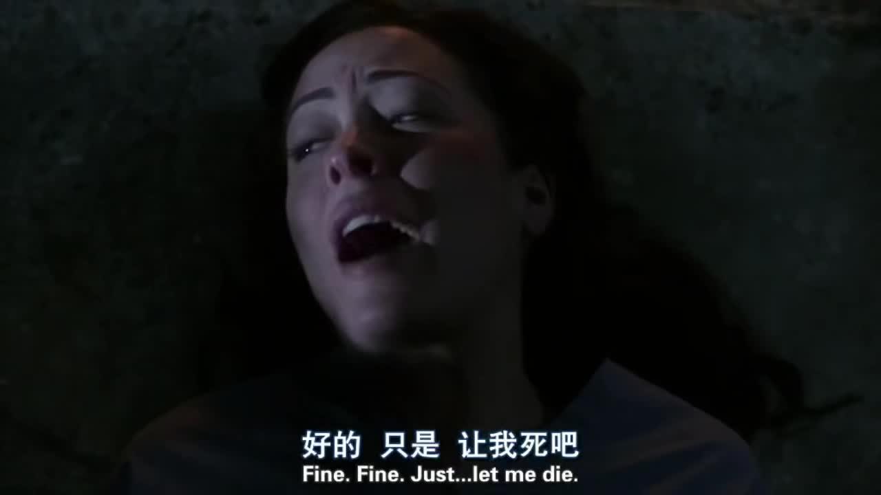 萨姆抓住恶魔,用黑魔法拷问,逼她说出了封印的秘密