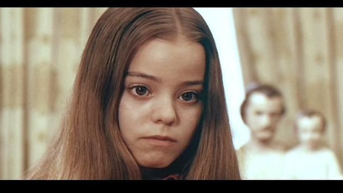 #惊悚看电影#腹黑少女究竟是不是连环杀手?经典惊悚悬疑电影《甜美爱丽丝》