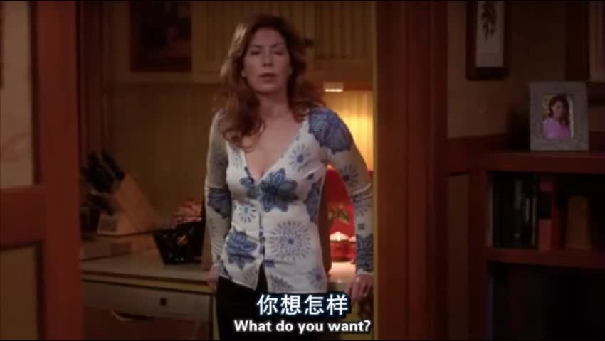 女子在家喝酒,被男子看见后,居然说女子去整容的事情