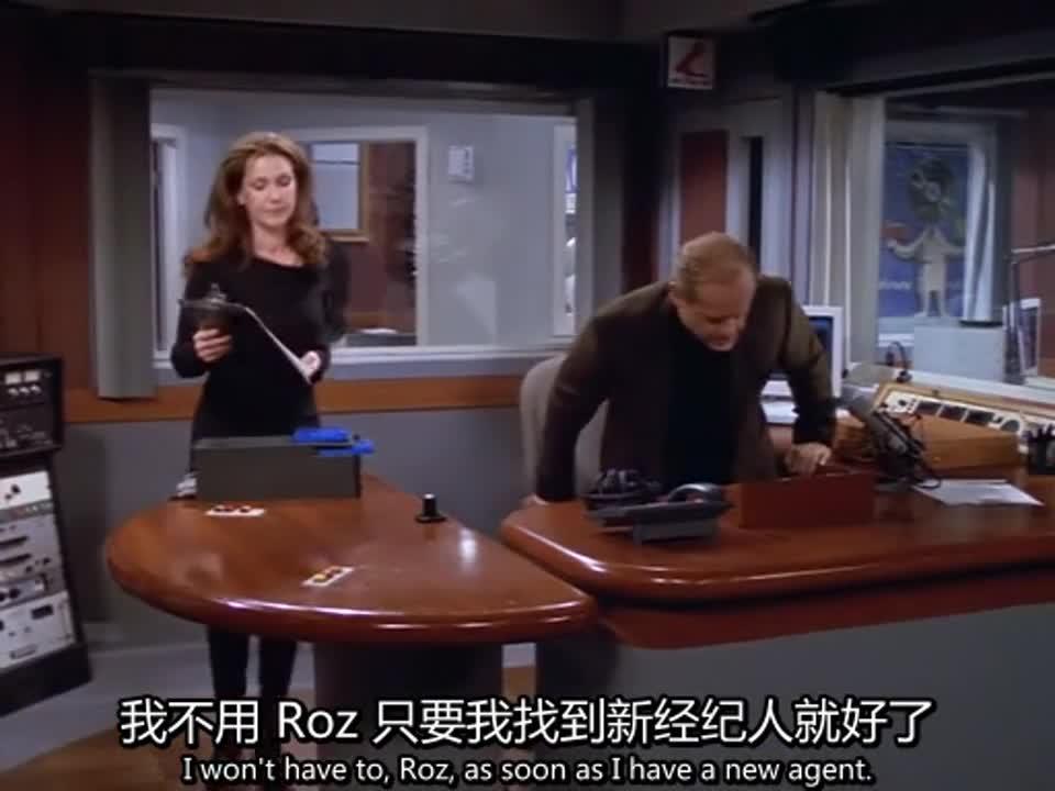 为了躲避经纪人,男子居然躲到桌子下,原来他是怕她毁了这个东西