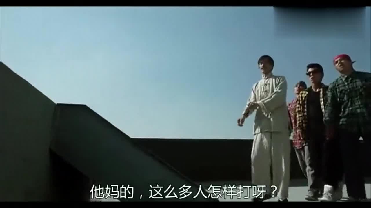 #经典看电影#美国黑帮挑衅看不起中国功夫,结果被小伙打惨了!