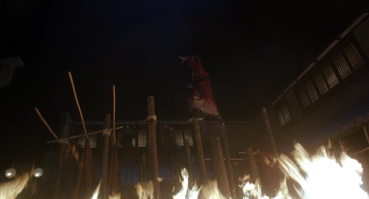 火木桩上决斗反派和尚