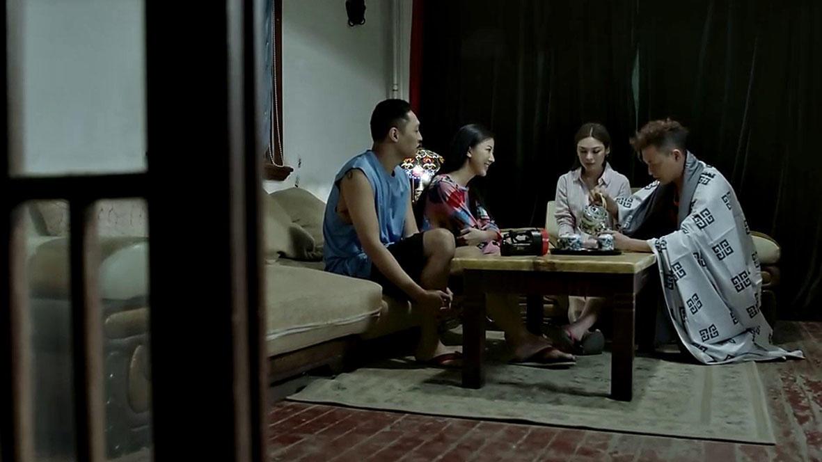 胆小者看的电影解说:几分钟看完国产恐怖电影《诡订餐》