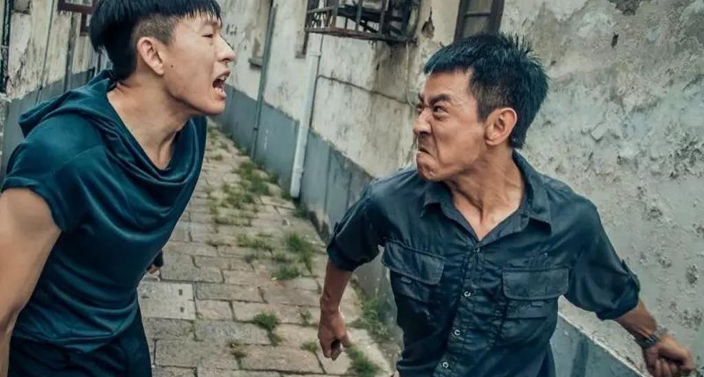 #这个视频666#郭晓峰《弥天之谎》:杜闻为救一个女孩,与匪徒在雨中生死搏斗