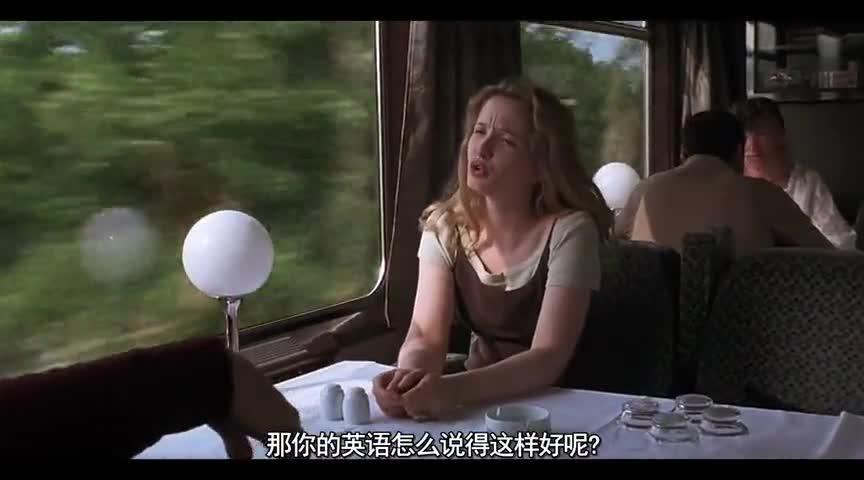 两个不同国家的人在火车上聊得这么投机,真是缘分啊