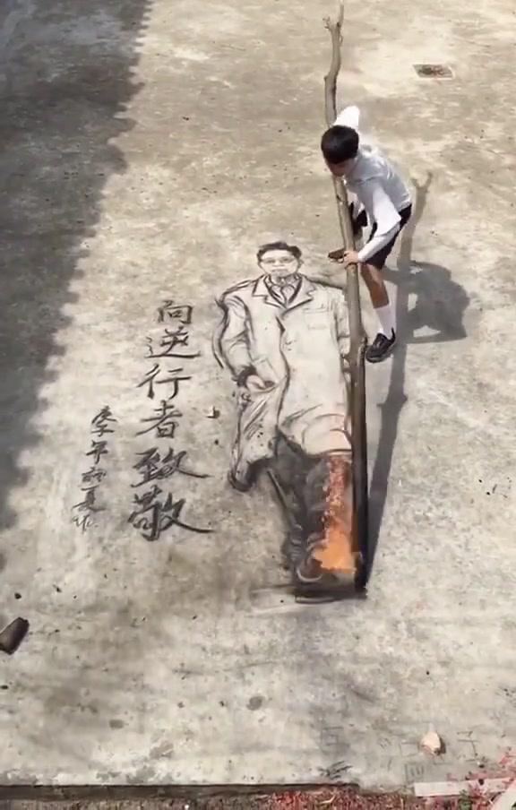 #这个视频666#小伙用烧火棍画了钟南山教授,以这样方式向他致敬威武