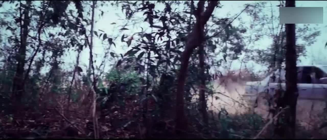 三人被直升机追杀,男子怒了,直接打爆敌人汽车