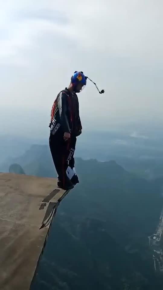 #万米高空#万米高空直接跳下,太恐怖,录象师吓尿了!