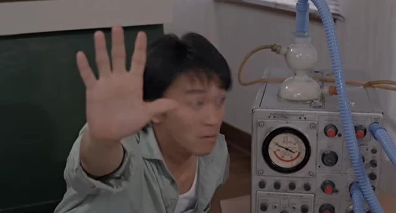 """这是段有味道的视频,阿星收集""""大仙屁""""容器炸了,竟用嘴含住一口!"""