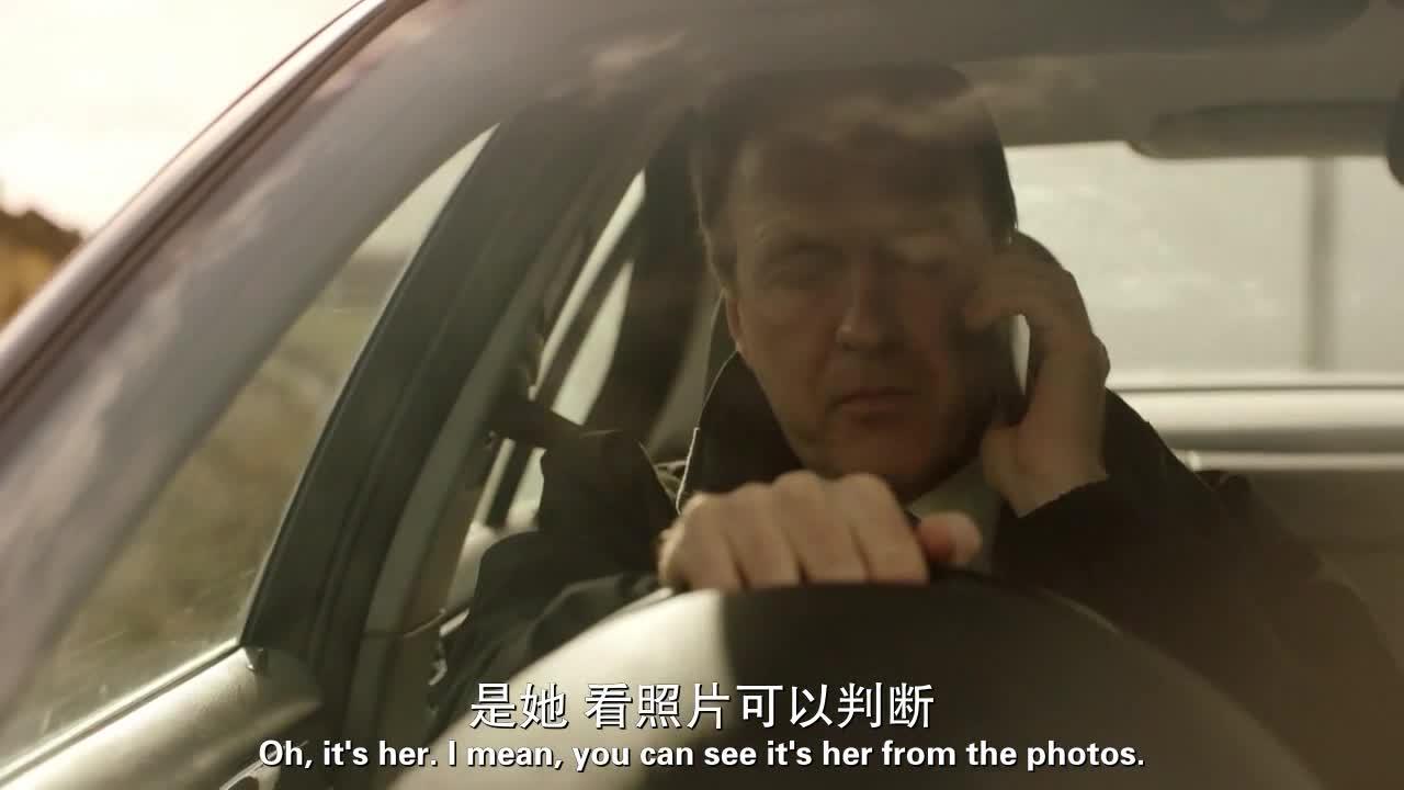慌张的男子回忆起了自己的杀人经过,回家路上,差点出了车祸