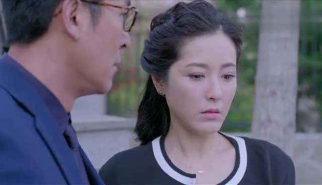 #经典看电影#23岁女学生知道暗恋多年的师父离婚了,马上向老师表白
