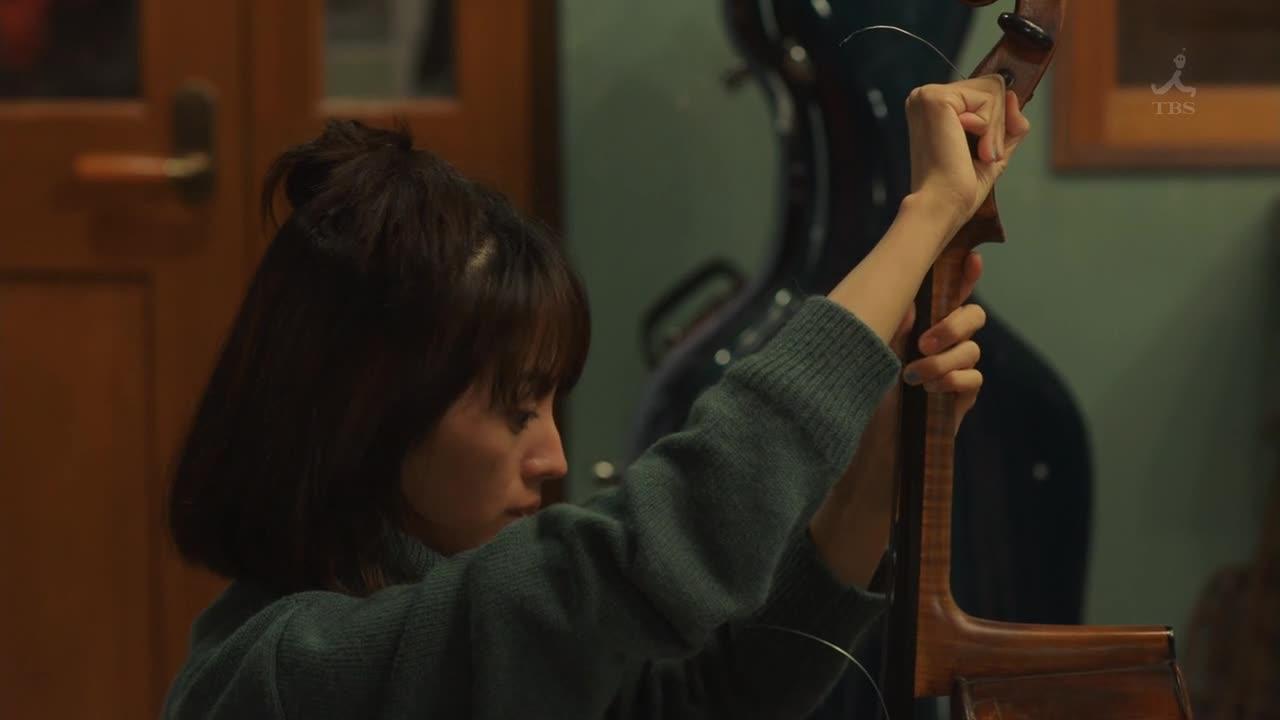 真纪和阿司都穿的是横条纹图案的衣服,指出他俩有特别关系。