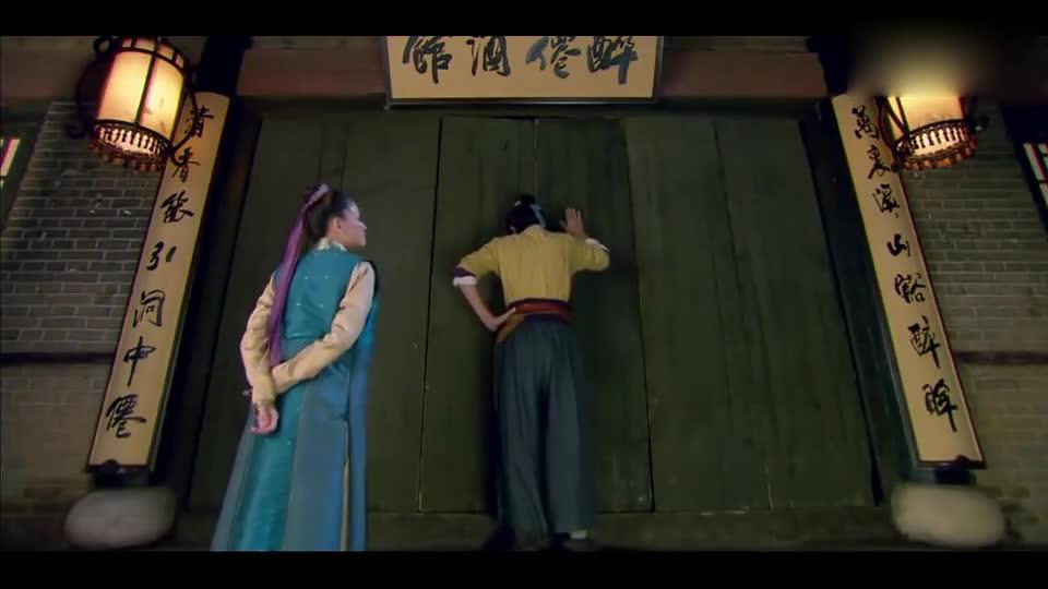 #一个电影迷的修养#《笑傲江湖》令狐冲闹着要喝酒,东方不败立马送他上房顶