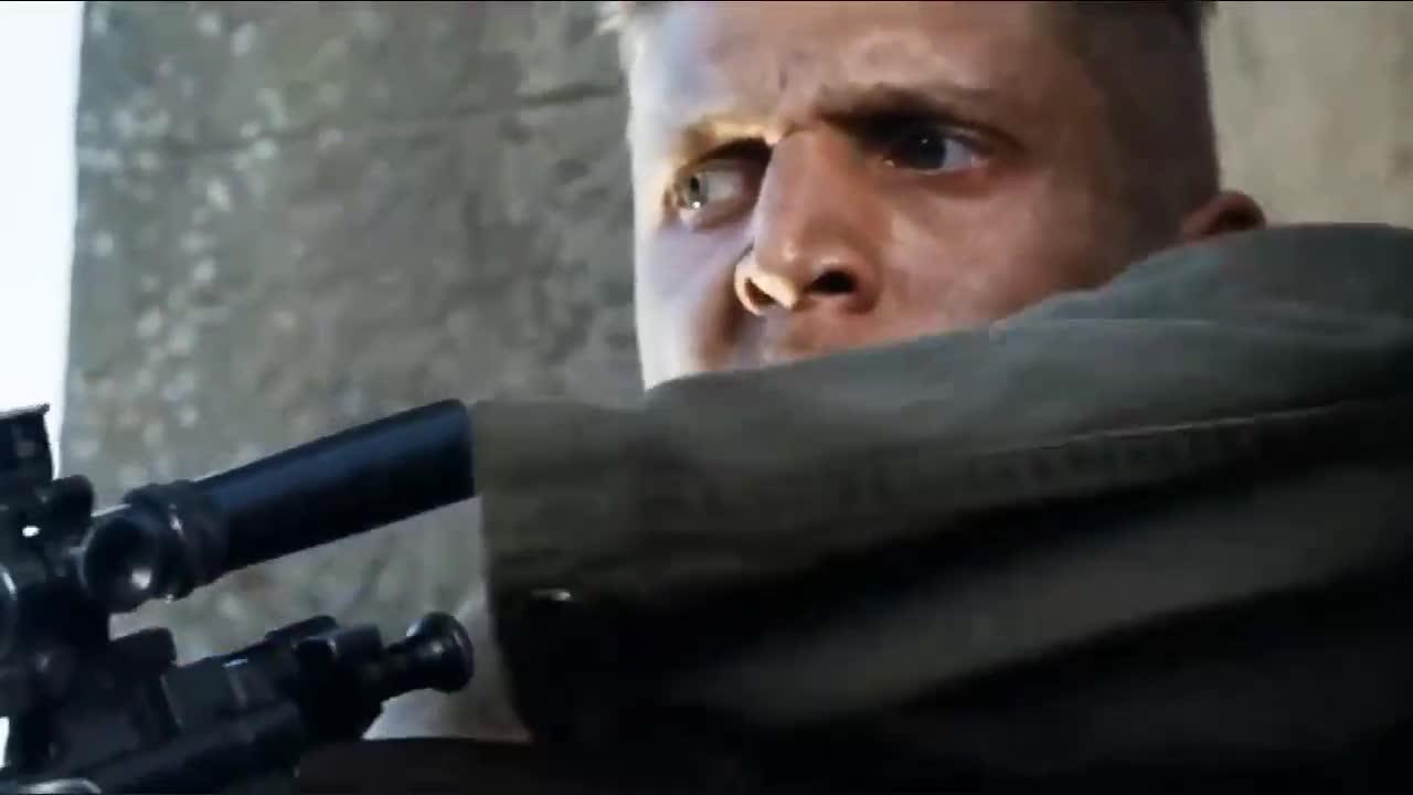 #经典看电影#狙击手最怕从瞄镜中发现有人瞄准自己!