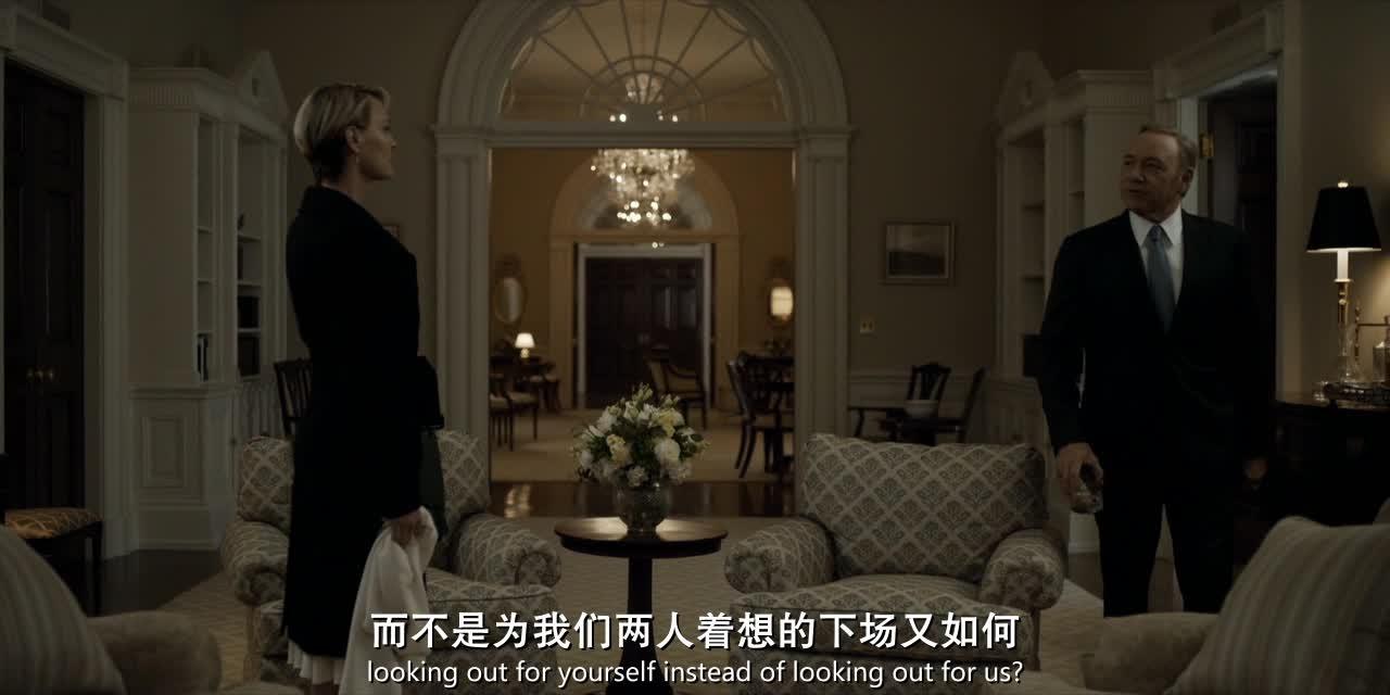 黑尔夫人不理女儿的喜好,要求女儿穿上黑色礼服?