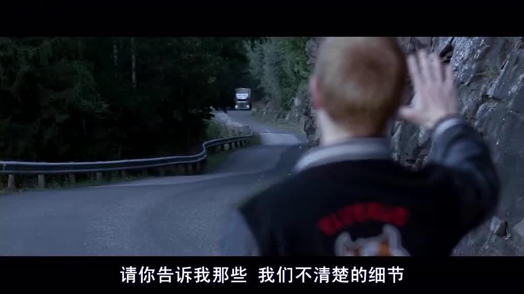 大卡车故意谋杀把轿车撞落悬崖,居然还有人活着