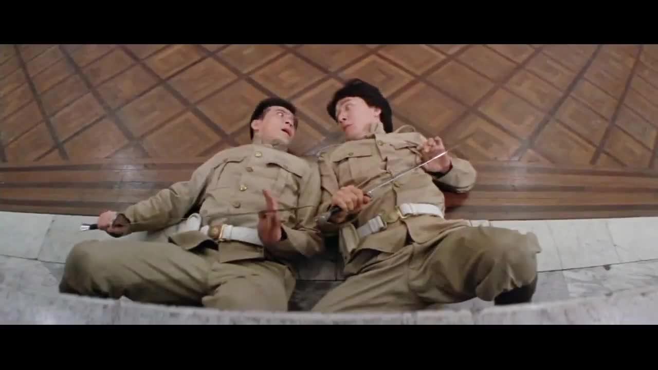 #经典看电影#笑趴了本来以为没人能发现自己小动作,结果大家都在上面看着