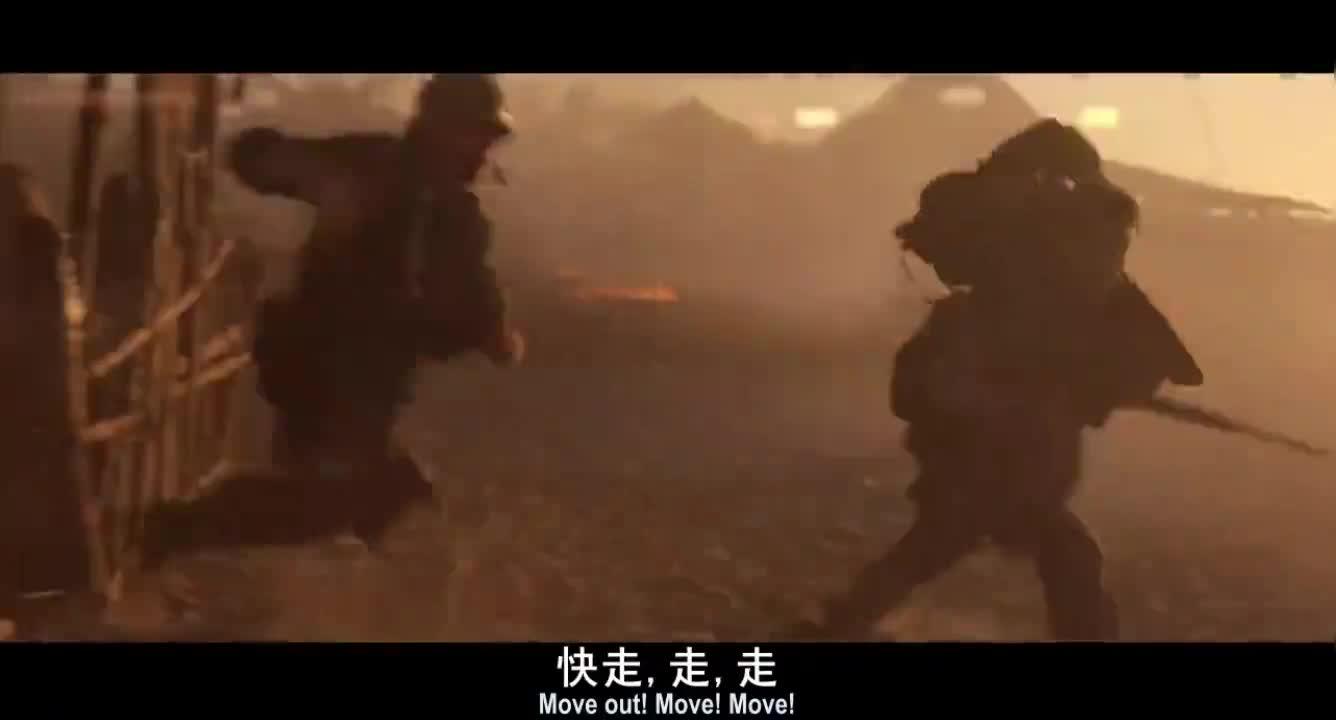 #经典看电影#美军被越南军队追杀,一发子弹直接射穿脖子