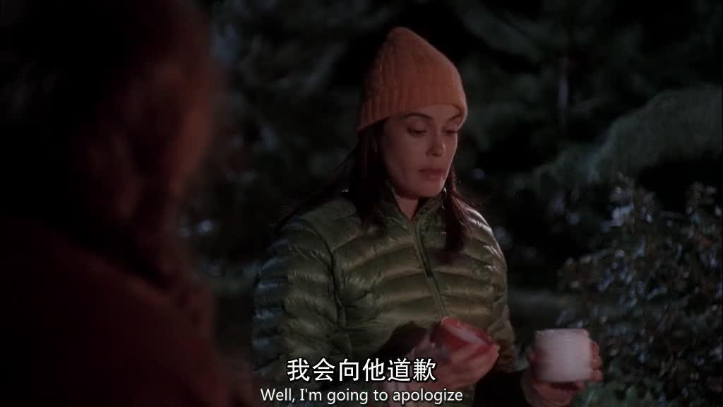 女子在山上露宿,听了女子的故事后,导游的一句话让女子开始反思