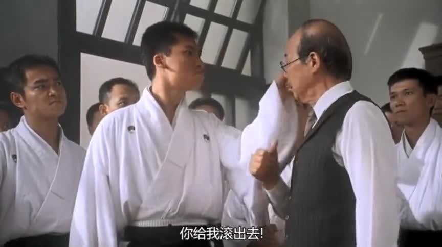 日本人骂小伙是中国猪,不料一分钟不到,小伙让这些日本人后悔