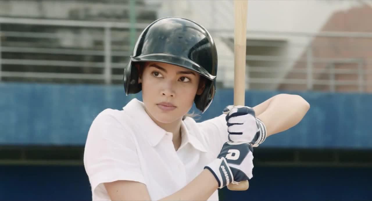 美女打棒球简直帅呆了  迷倒一片