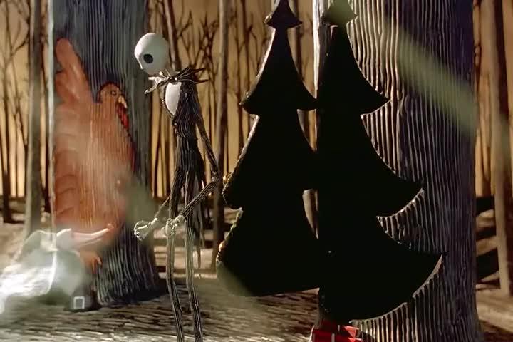 男子偶然发现神奇的圣诞世界,美极了,大门竟然在树上