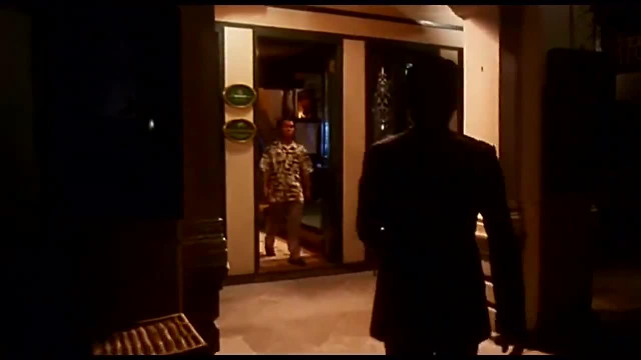 #经典看电影#杀手华仔完成任务向林雪拿钱被拒,接下来就是一挑几的事了!