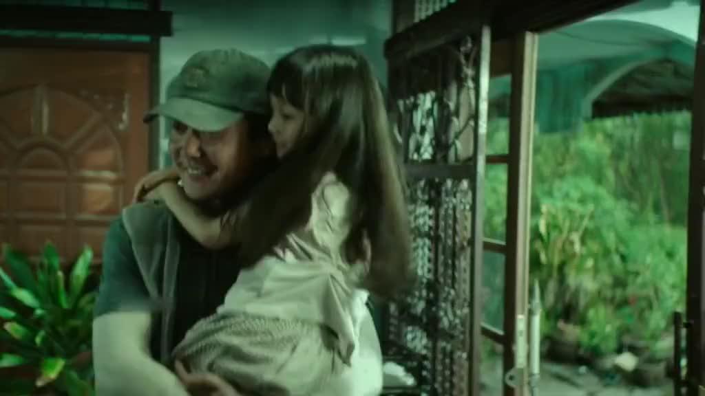 #追剧不能停#父爱如山,为保护女儿瞒天过海