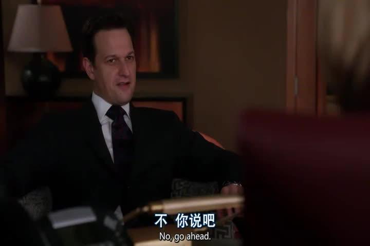 律师竟怂恿自己的朋友出去喝酒酩酊大醉做点不敢做的事情!